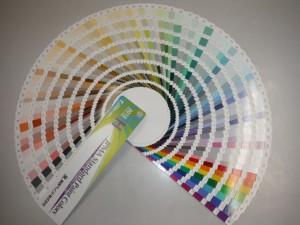 色見本だけで決めてしまうと塗った時の印象が変わることがあります。