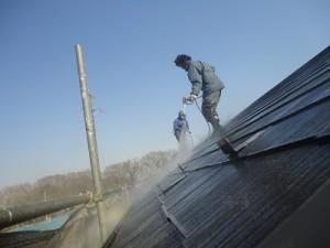 外壁、屋根の汚れを取ることは、塗装の品質に90%以上影響があるほど大切なこと。