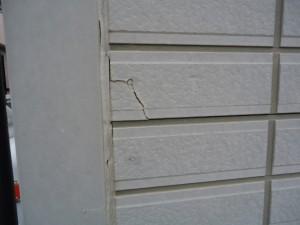 ひび割れなどの下地補修、付着力の弱い塗膜の除去など 塗装工事前の処理も価格に含まれているか?