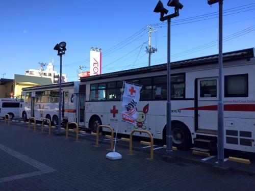 イオン特設会場にて 献血車2台配車いたしました。