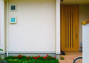 早い段階でクリアの塗装工事をすると、きれいな外壁の色を保つことができます。
